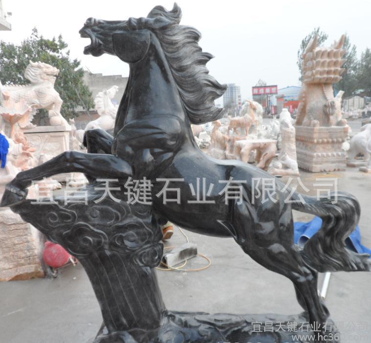 厂家设计加工制作革命纪念花岗岩雕刻战马 城市公园摆放石雕马