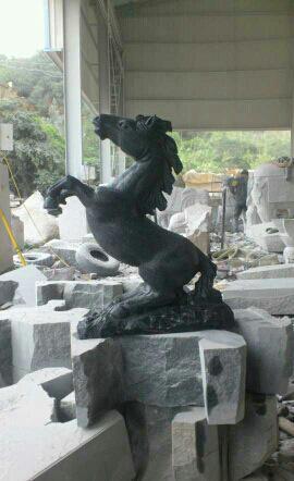 园林景观城市雕塑,门前摆件,喷水石雕,石雕马?