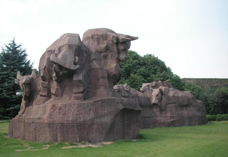 石雕劲牛群雕,群牛雕塑,九牛爬坡,石雕牛,崛起牛垦荒牛拓荒牛