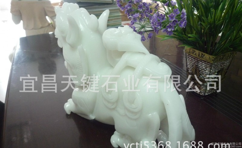 石雕十二生肖卯兔 活泼可爱的石雕兔 晚霞红石雕仙鹤仙鹿