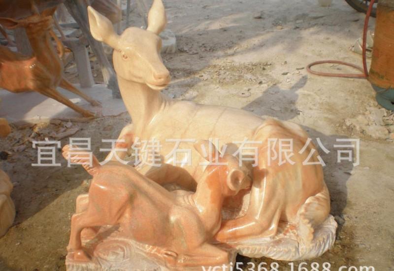 供应宜昌天键石业石雕鹿 晚霞红石雕精美制作鹿