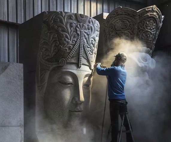 关注石雕匠人:与尘共舞一刀一凿雕铸石雕精神